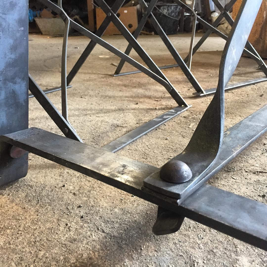Smygtitt från prototyp smedjan. Sneak peek from the forge