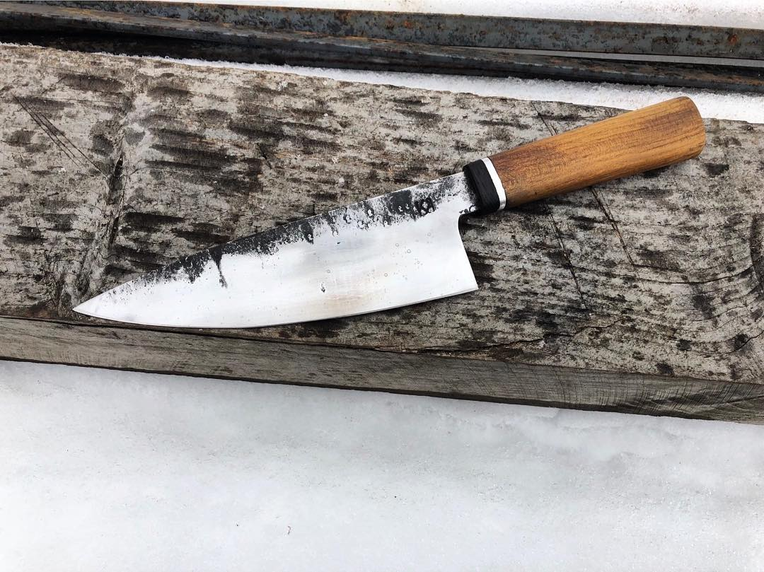 Gyuto 310 mm blad från timmerklinga donerad av Gyllebo Träteknik, skaft av körsbär,aluminum och svartek Brut de forge finish. Skicka PM on ni är intresserade. ?? Gyotu 310 mm blade from a timbersawblade donated from Gyllebo Träteknik, local sawmill! Haft made from cherry,aluminum and bogoak. Send me a PM if interested