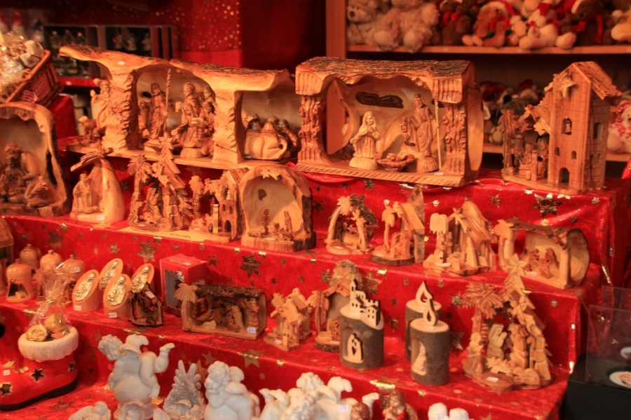 These carved scenes are exquisite