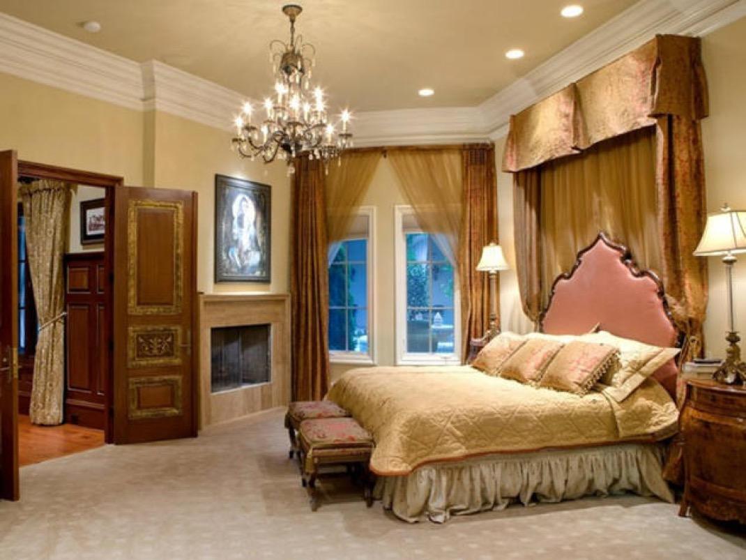 Bachelorette Mansion Master Bedroom