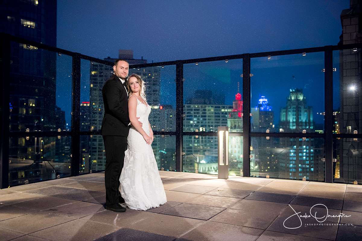 bride and groom on the rooftop of Royal Sonesta Chicago wedding venue