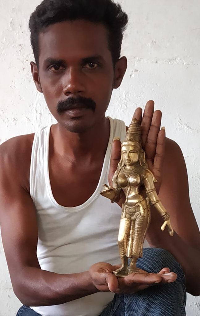 Bronze statue craftsman in Tanjore, Tamil Nadu, South India