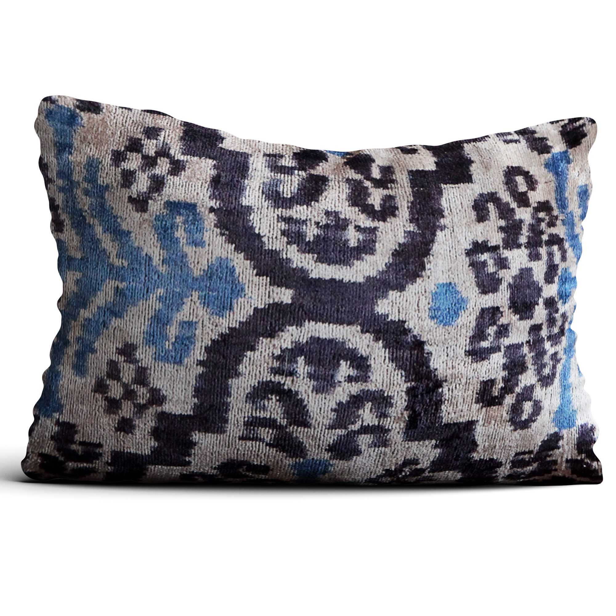 6786-silk-velvet-pillow