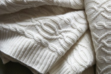 soho-house-cable-knit-throw-ivory-0003