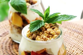 peach-parfait-garnish