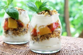 peach-parfait-serve