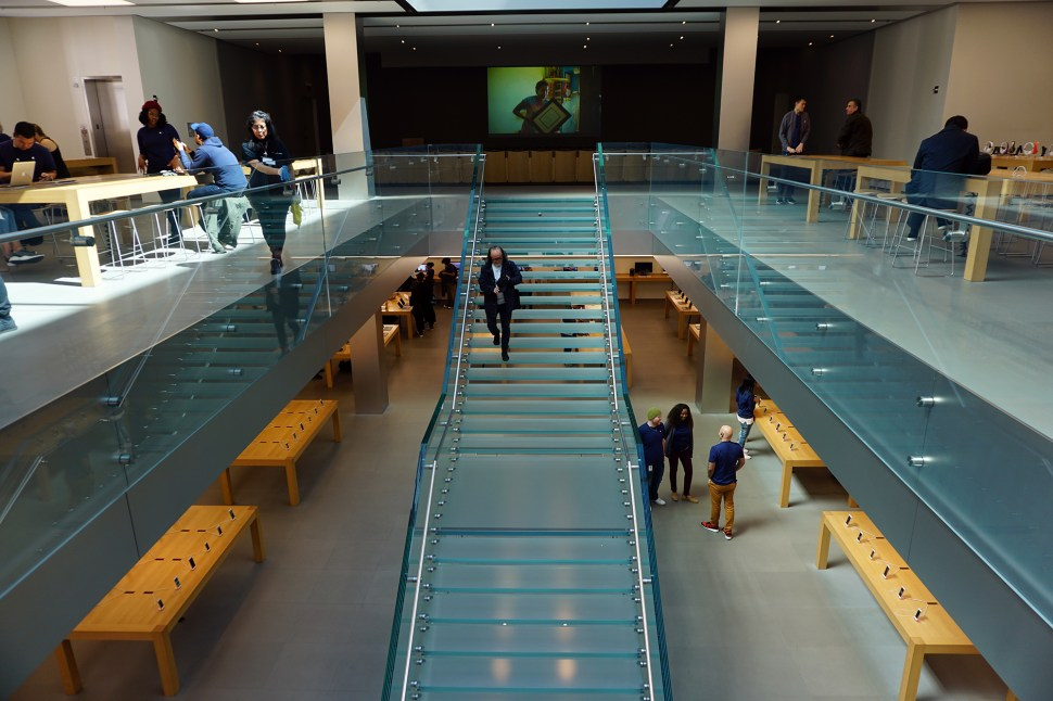 Inside-Apple-Store-SoHo.jpg