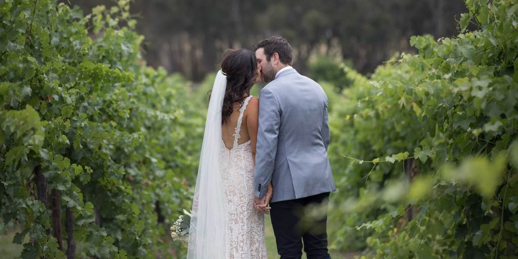 Wedding Photography Gapsted Wines and Wangaratta by Albury and Melbourne Wedding Photographer Jason Robins