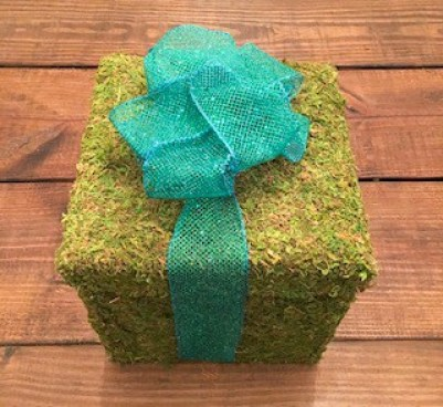 diy rustic Christmas decor with moss wrapped gift box centerpiece with bow