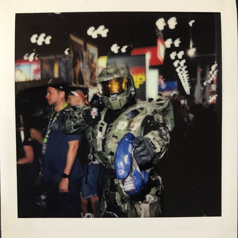 halo cosplay with gun