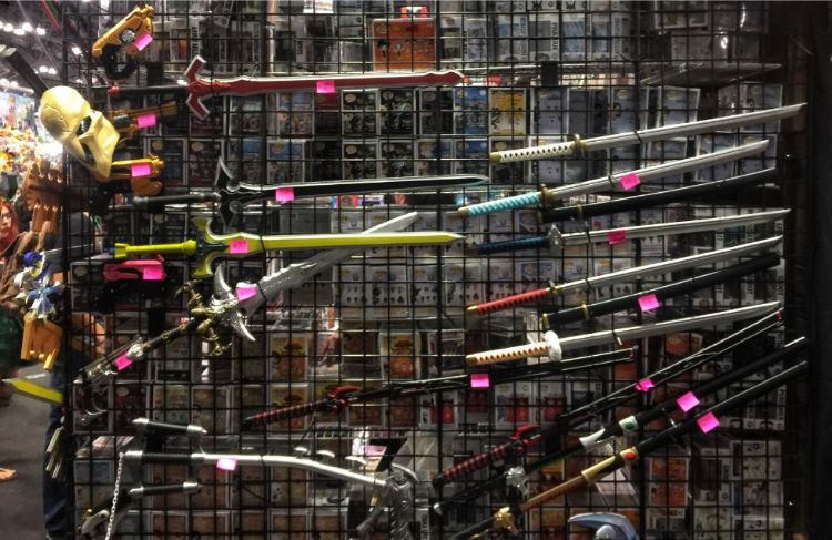 swords and blades for sale at comic con 2