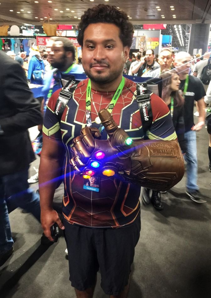 thanos gaunlet cosplay at comic con 2018