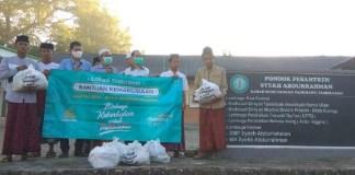 Mandiri Syariah RO VI Surabaya bersama Pegawai Serahkan Bantuan pada Masyarakat Terdampak Covid-19
