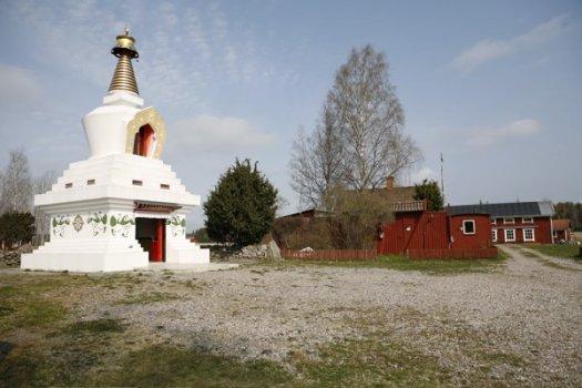 Stupan vid Karma Dechen Ösel Ling, den strålande glädjens trädgård i Oppeby
