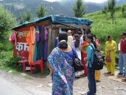 Köp en overall på väg upp till Rohtang La