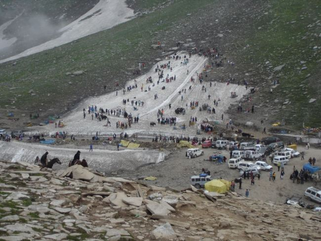 The turist snowfield in Rohtang La