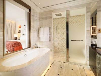 The Savoy Suite bathroom