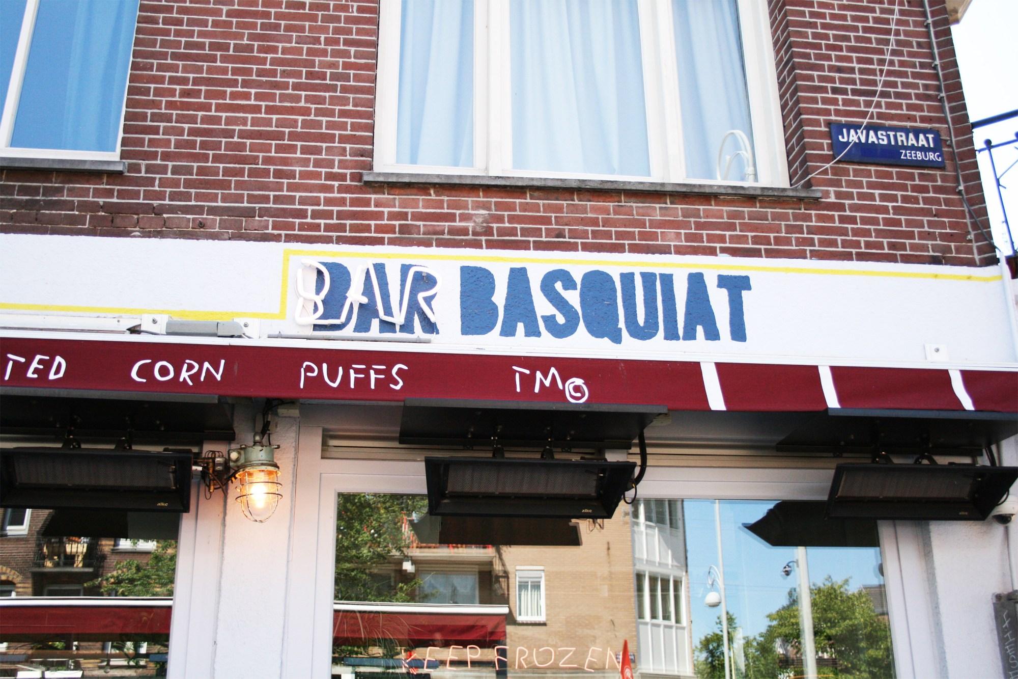 De gevel van Bar Basquiat in de Javastraat in het Javakwartier
