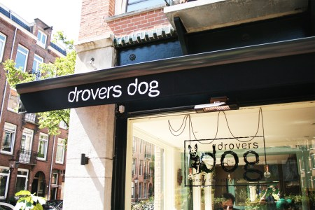 Gevel van Drovers Dog op de Eerste Atjehstraat in het Javakwartier