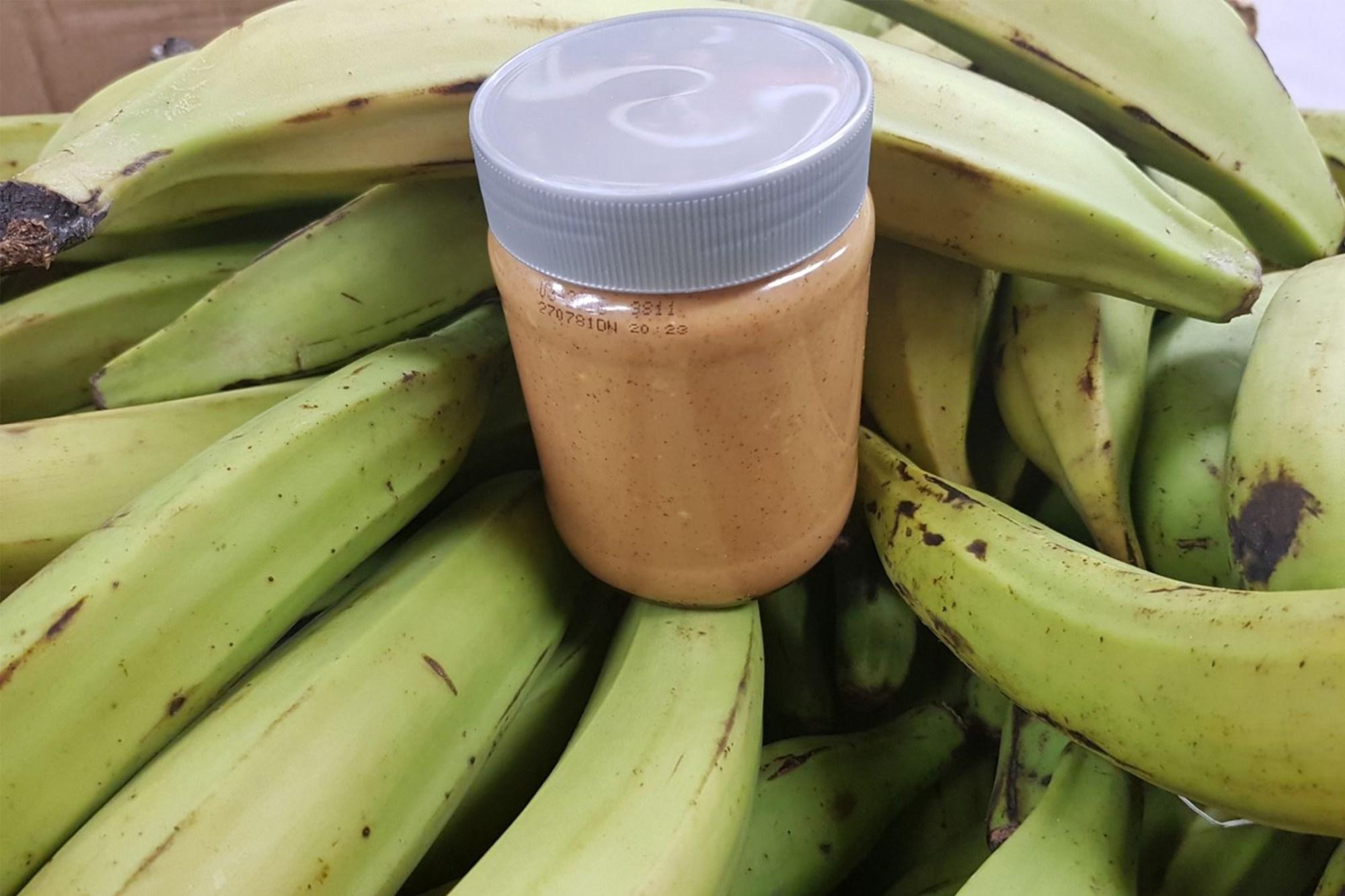 Bananen en pindakaas voor pindasoep met tomtom in het Javakwartier