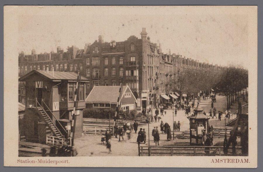 Station Muiderpoort bij de Javastraat rond 1910