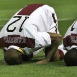 """La Federación Internacional de Fútbol (FIFA) sigue adelante en su meta de llegar a prohibir cualquier """"exaltación pública de fe"""" de los jugadores en el Mundial de Suráfrica."""