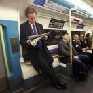 David Cameron, primer ministro inglés, yendo a su trabajo.