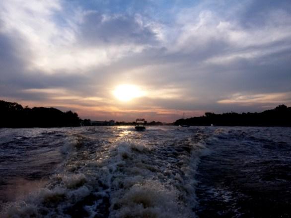 En lancha sobre Rio de La Plata