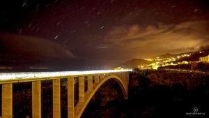 Fotografía Nocturna: Cielo Estrellado y Puente desde el Barranco de Los Tilos. San Andrés y Sauces.