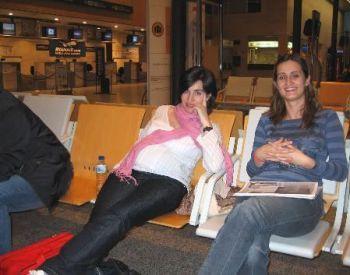 Larga espera en Villanubla pero sin perder la alegría