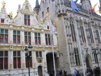 Ayuntamiento en la plaza del Burg