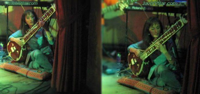 Rosalía Martínez al sitar. Muy cerca de Rabí Shankar. DHERA DUN. Sala Porta Caeli (Valladolid). 21 de abril de 2007