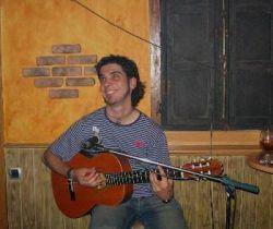 Juankar con su inseparable guitarra