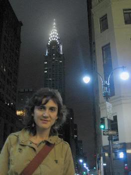 Pilar en NYC. El chrisler building al fondo (verano de 2006)