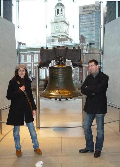 Junto a la Campana de la Libertad (Filadelfia, Estados Unidos), justo antes de chuparla ;)