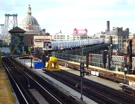 Vista desde el andén del metro en Brooklyn, cerca del barrio judío jasídico