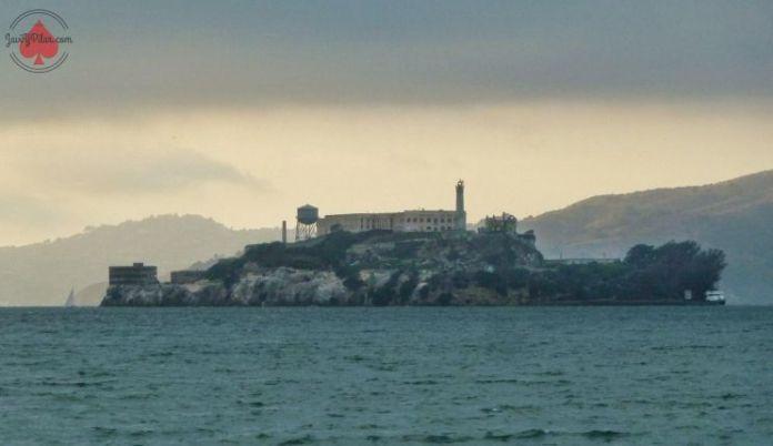 Vista de la isla de Alcatraz desde la bahía de San Francisco. Foto de septiembre de 2014