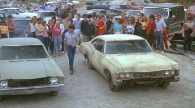 """Carreras ilegales de coches en """"Chico Celestial"""" (""""Heavenly Kid"""", 1985)"""