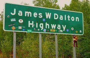 Señal de la Dalton Highway (Alaska). 666 kilómetros de aventura
