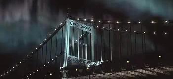 """El puente de Queensboro y la aurora boreal (""""Frequency"""", 2000)"""