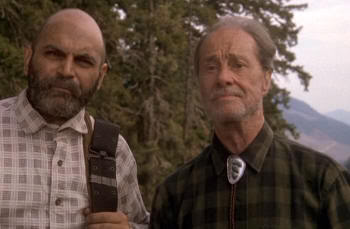 "Don Ameche (a la derecha). Big Foot y los Henderson (""Harry and the Hendersons"", 1987)"