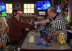 Ted comprando alitas para la Super Bowl ayudado de su Aislante Sensorial 5000