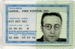 La tarjeta de residencia permanente en EE.UU. de Lennon