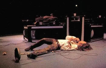 Jim Morrison en estado de embriaguez en un concierto