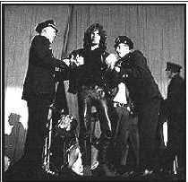 Imágen del arresto en New Haven de Jim Morrison (9 de diciembre de 1967)