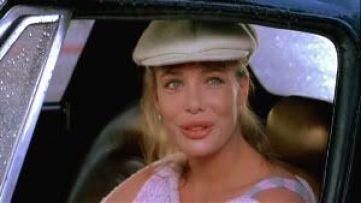 """La guapísima Kelly LeBrock en """"La mujer de rojo"""" (1984)"""