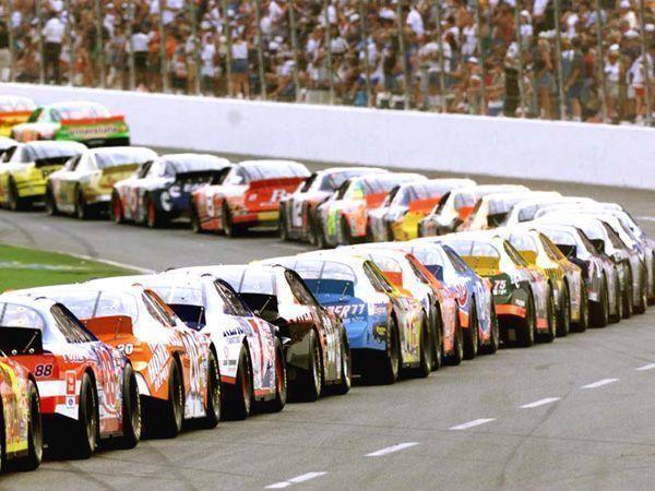 Las carreras de la NASCAR: el rugido de los motores americanos