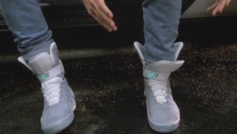 """Nike con """"robocordones"""""""