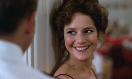 """Preciosa Debra Winger en """"Oficial y caballero"""" (""""An Officer and a Gentleman"""", 1982)"""