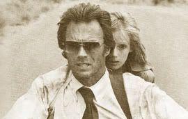"Clint Eastwood acompañado de Sondra Locke en ""Ruta Suicida"""